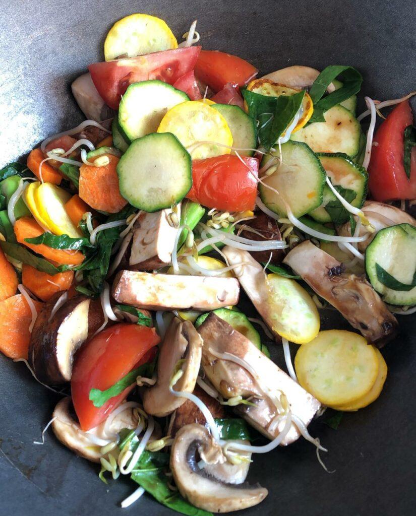 Almuerzo: wok con verduras. Almuerzos rapidos saludables y faciles
