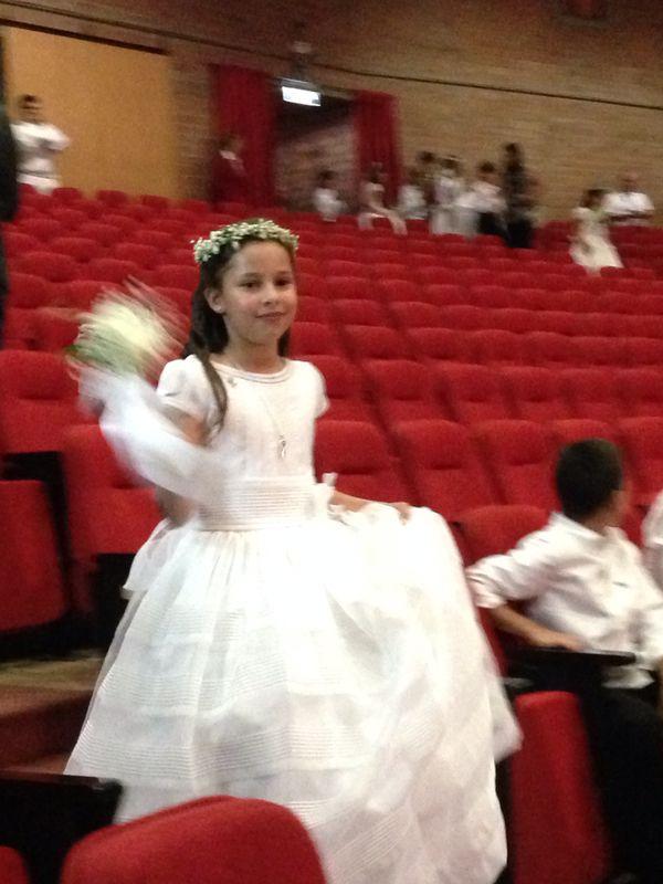 Maria hizo la primera comunion